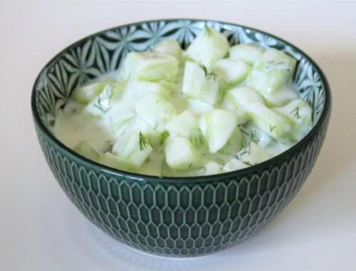 Recept frisse komkommersalade met yoghurtsaus en dille