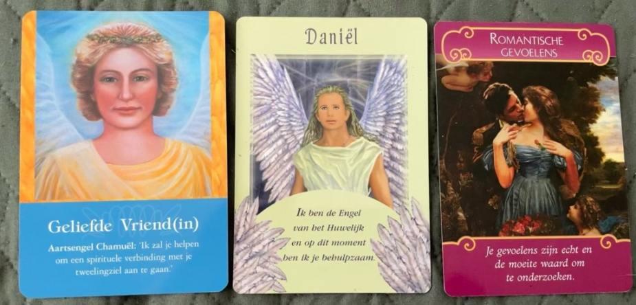 Liefdeslegging met 'Het Orakel van de Aartsengelen', 'Boodschappen van de Engelen' en 'Boodschap van de engelen'