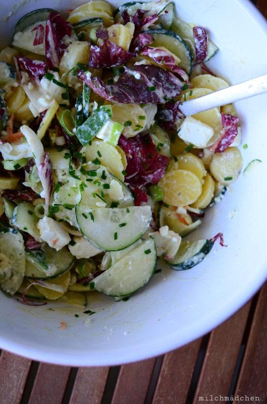 Jetzt doch: Kartoffel-Gurken-Radicchio-Salat mit Feta und cremigen Joghurtdressing