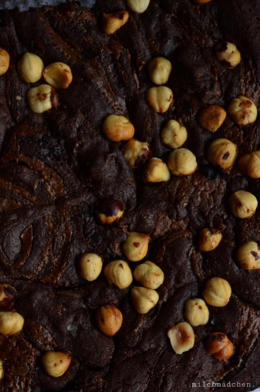 Brownies mit Sauerteig und Haselnusspraliné | milchmädchen.