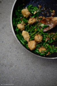 Bohnengnocchi mit Sardellenvinaigrette, Haselnüssen und grünen Bohnen | milchmädchen.