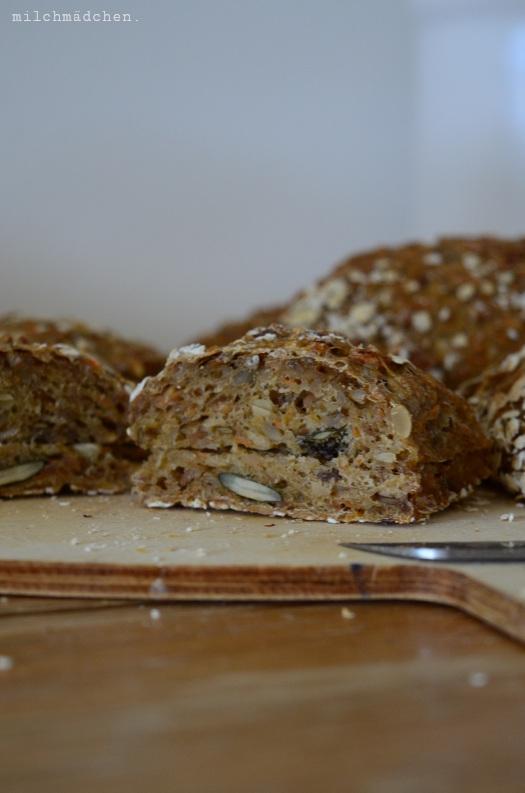 Kernige Frühstücksbrötchen über Nacht | milchmädchen.