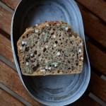 Vier-Stunden-Brot mit Sauerteig und Saaten | milchmädchen.