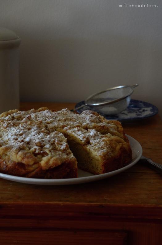 Apfelkuchen mit Haselnussrührteig und Zimtstreuseln | milchmädchen.