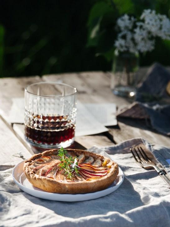 Apfel-Tartelettes mit Kaffee