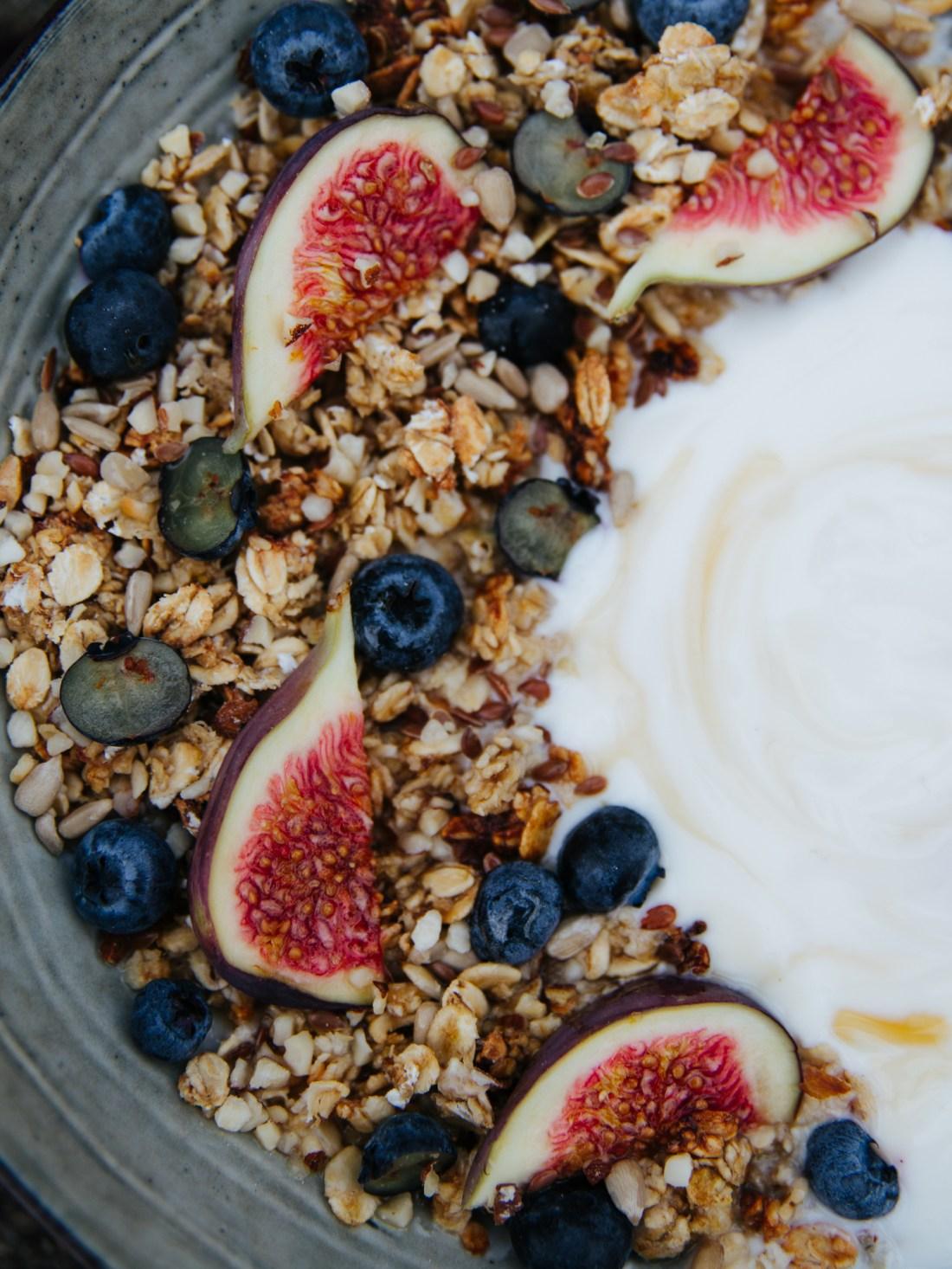 vollmundig | Granola mit Honig und Feigen