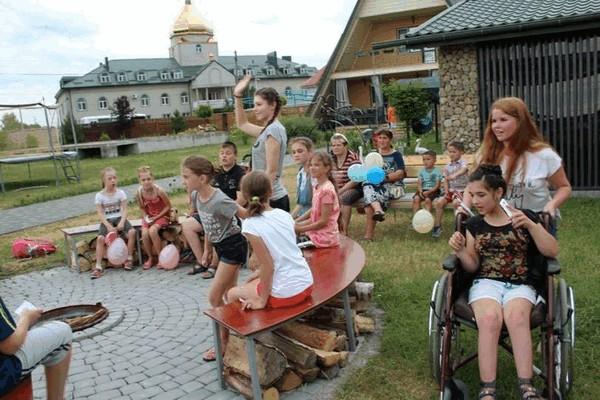 Як проводять дозвілля діти у таборі «Enqlish-Ляндія»?
