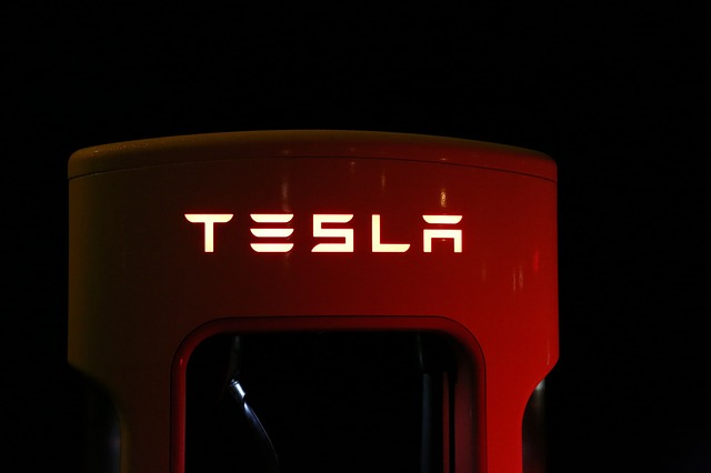 Normal car vs Electric car - Tesla Super Charger