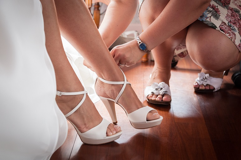helping to wear bride the shoes