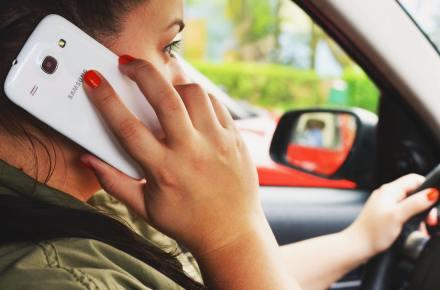 person-woman-smartphone-car (1)