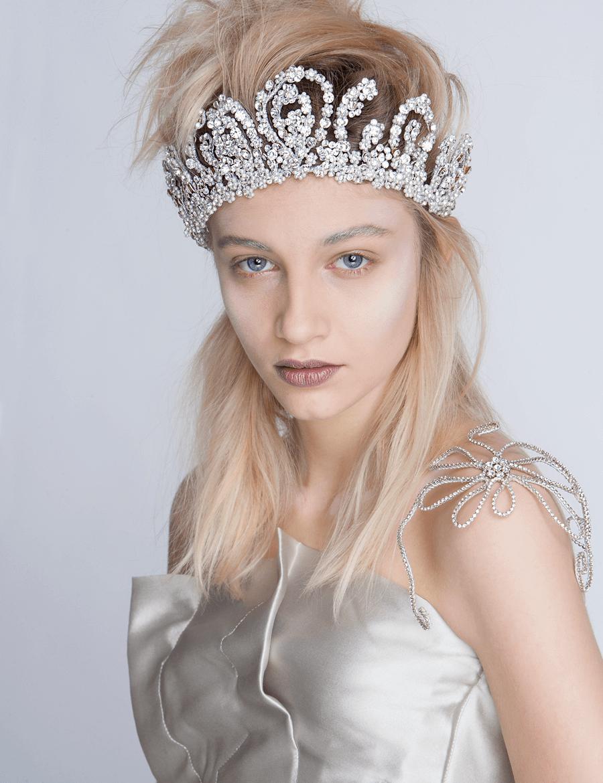 VONsociety: Ballkleider, Couture Kleid von Michel Mayer, Strasskrone von Niely Hoetsch © Paul Harris
