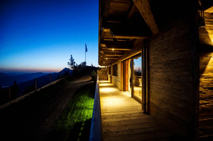 VONsociety: Erstverkostung Dom Pérignon P2 2000,Hahnenkamm Lodge, Terrasse