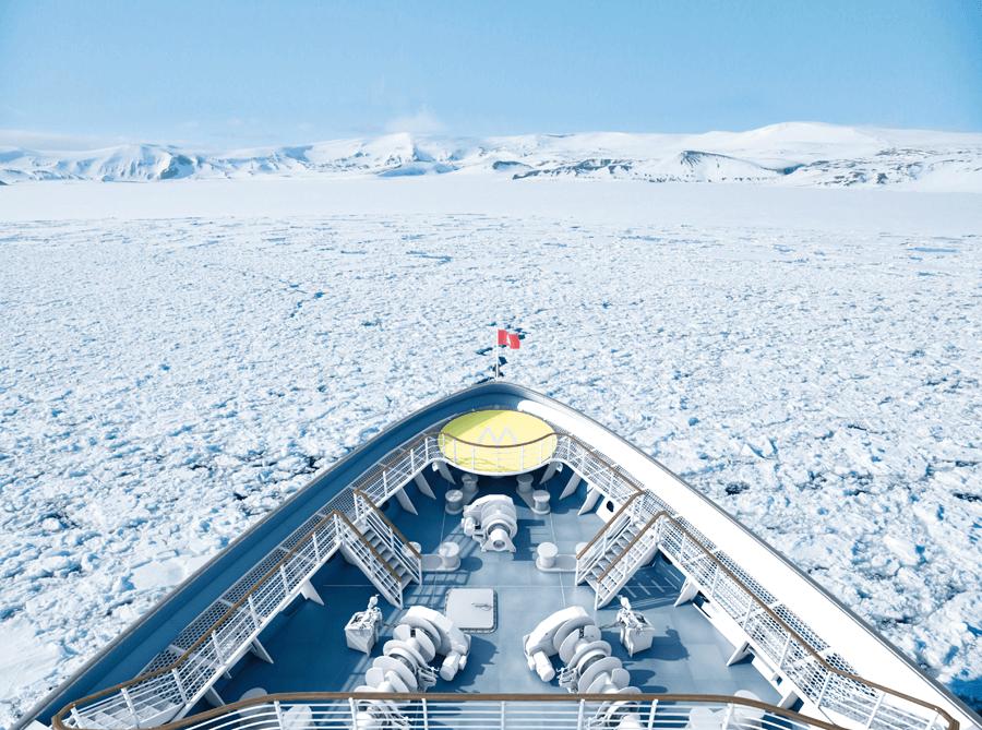 VONsociety: HANSEATIC nature & HANSEATIC inspiration, Decksumlauf © Hapag-Lloyd Cruises