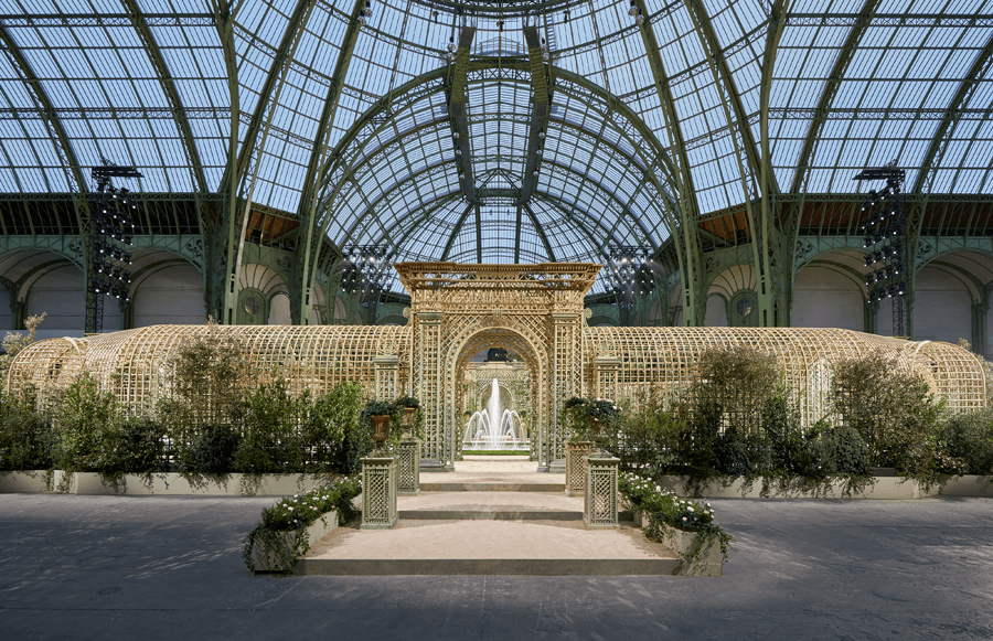 VONsociety: CHANEL Haute Couture Show Spring Summer 2018, Dekor Grand Palais