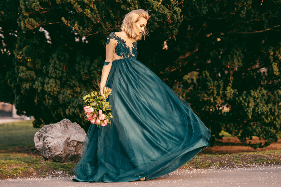 VONsociety: Dress & Impress, smaragdgrünes Ballkleid mit Spitze © Jenni Koller