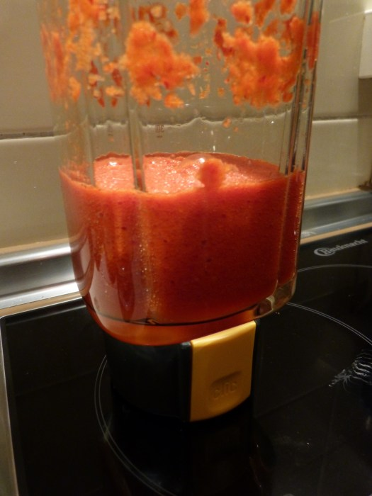 Die Chili-Masse getarnt als leckerer Smoothie.