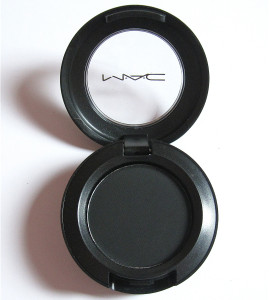 mac-carbon-eyeshadow1