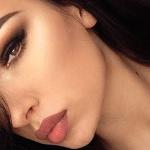 Usa corrector para mejorar la apariencia de tus cejas