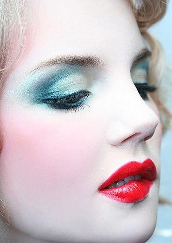 reina roja maquillaje