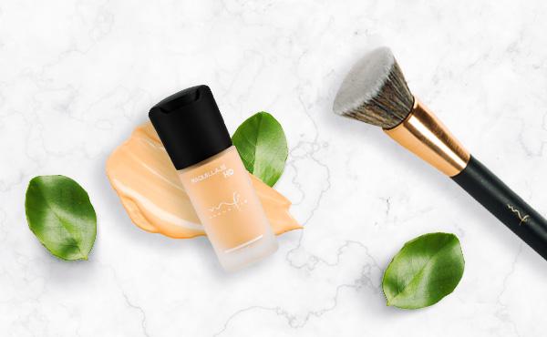 Para un buen maquillaje natural aplica base Marifer Cosmetics con brocha