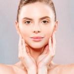 Limpieza facial para una piel sin brillo en época de calor