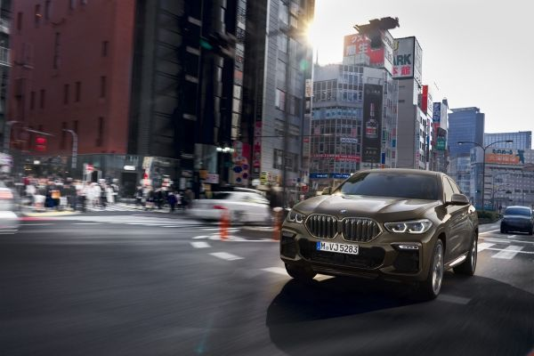P90356682_lowRes_the-new-bmw-x6-drivi