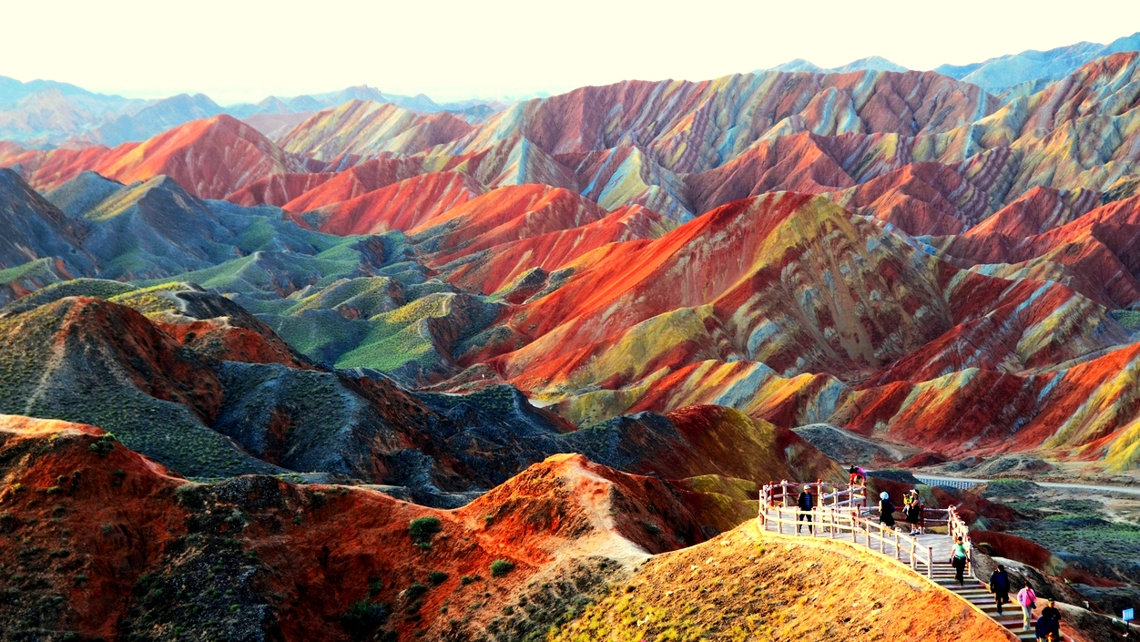 Resultado de imagem para Montanhas coloridas da china