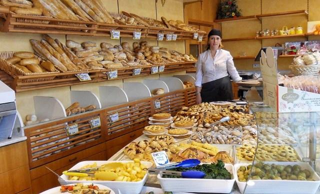 Padaria portuguesa onde se vende croissants franceses