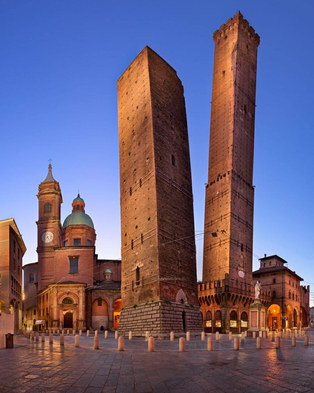 As torres inclinadas de Bolonha