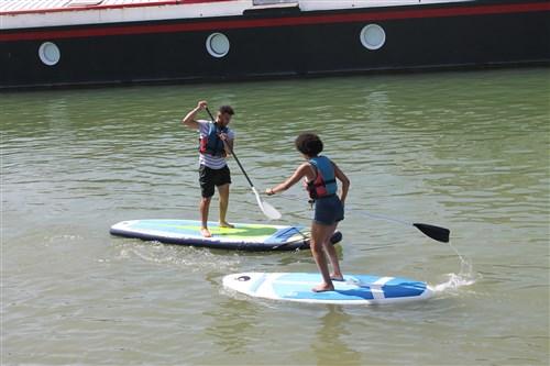Initiation au paddle à la fête de l'Eau à Saint-Mammès.