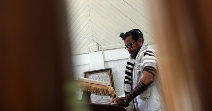 This picture taken on March 4, 2019 shows an Indonesian Jew praying at a synagogue in Tondano, North Sulawesi. - Indonesia has long been praised for its moderate brand of Islam, but more conservative forms of the religion have taken centre stage in recent years, driven by increasingly vocal hardline groups. Thousands of hardliners demonstrated in Jakarta when US President Donald Trump announced last year that the US embassy in Israel would be moved to the contested city of Jerusalem. (Photo by Ronny Adolof Buol / AFP)