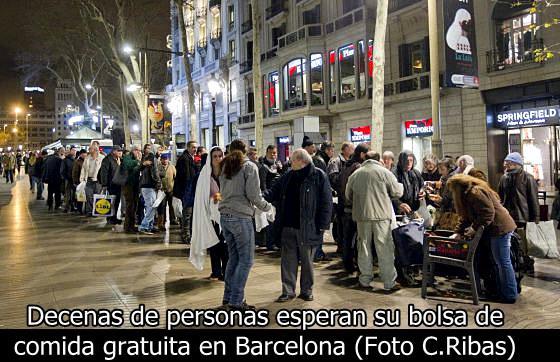 Las colas del hambre españolas son deprimentes, mientras el gobierno y la clase política no renuncian a sus privilegios y siguen nadando en la abundancia y el despilfarro