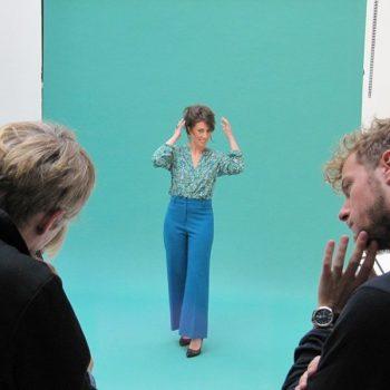 Marylène pose pour la séance photo relooking couleurs
