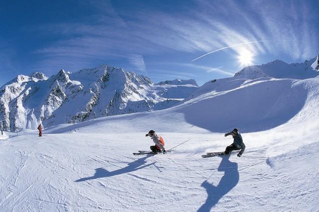 Skiing-in-Italy-Gohoto