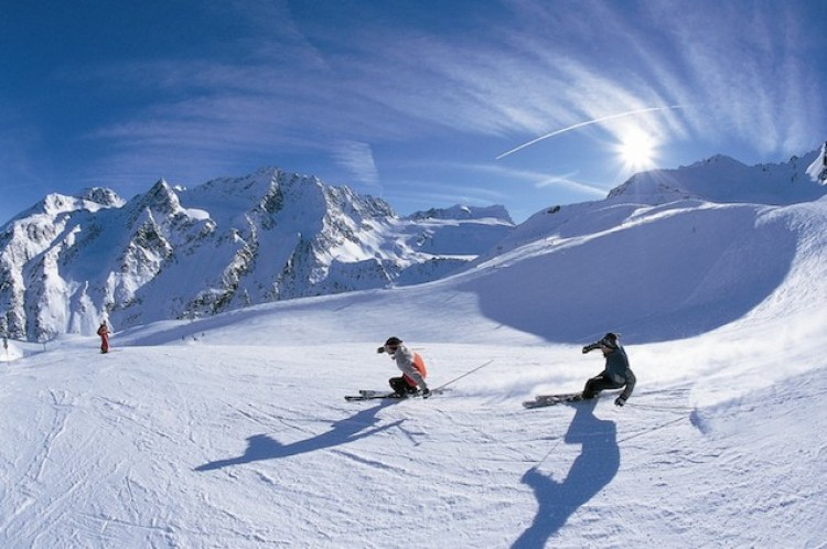 Skiing-in-Italy-Gohoto