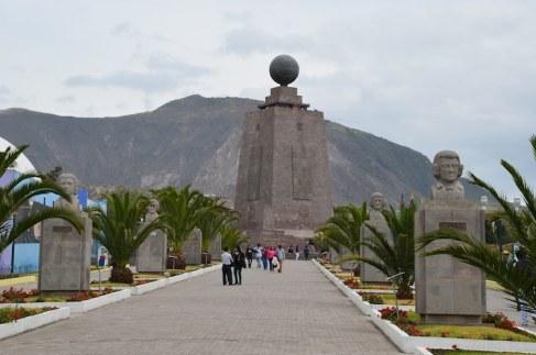 mital del mundo equateur