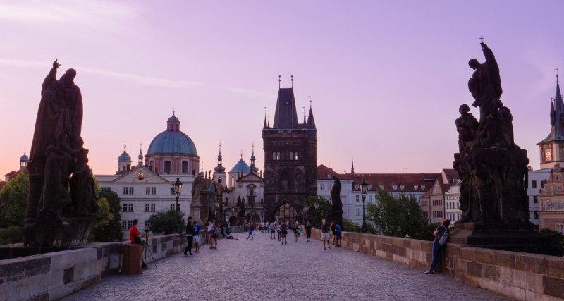 Que visiter à Prague: le pont Charles est un incontournable de la ville