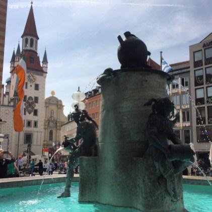 Fischbrunnen, na Marienplatz