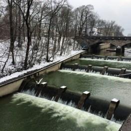 Rio Isar em um dia frio de inverno