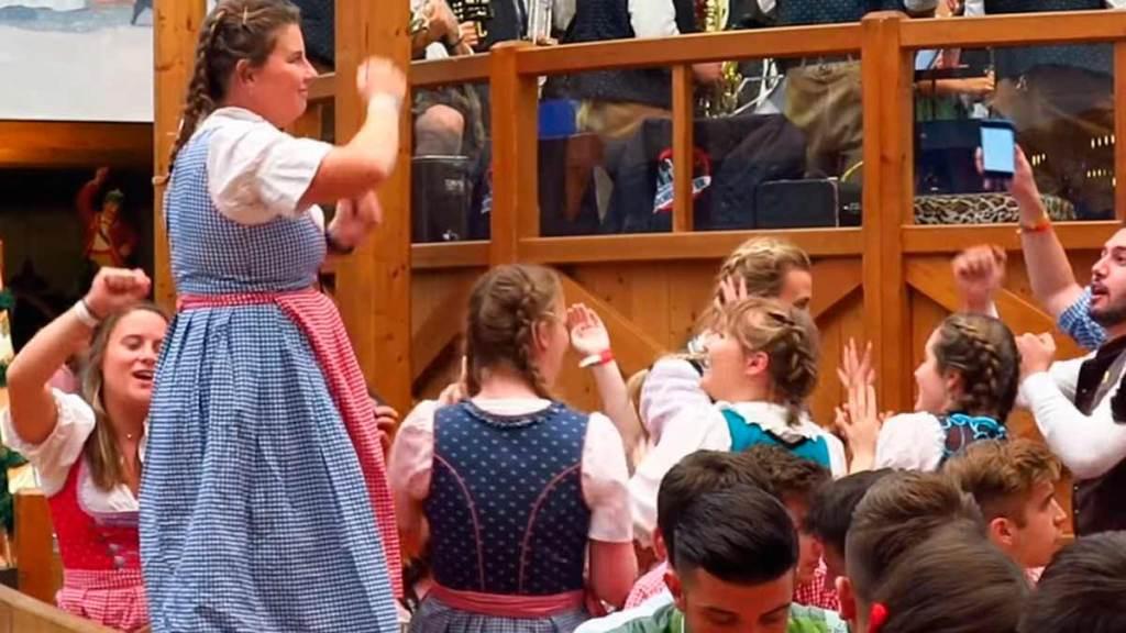 Dançando na Oktoberfest de Munique