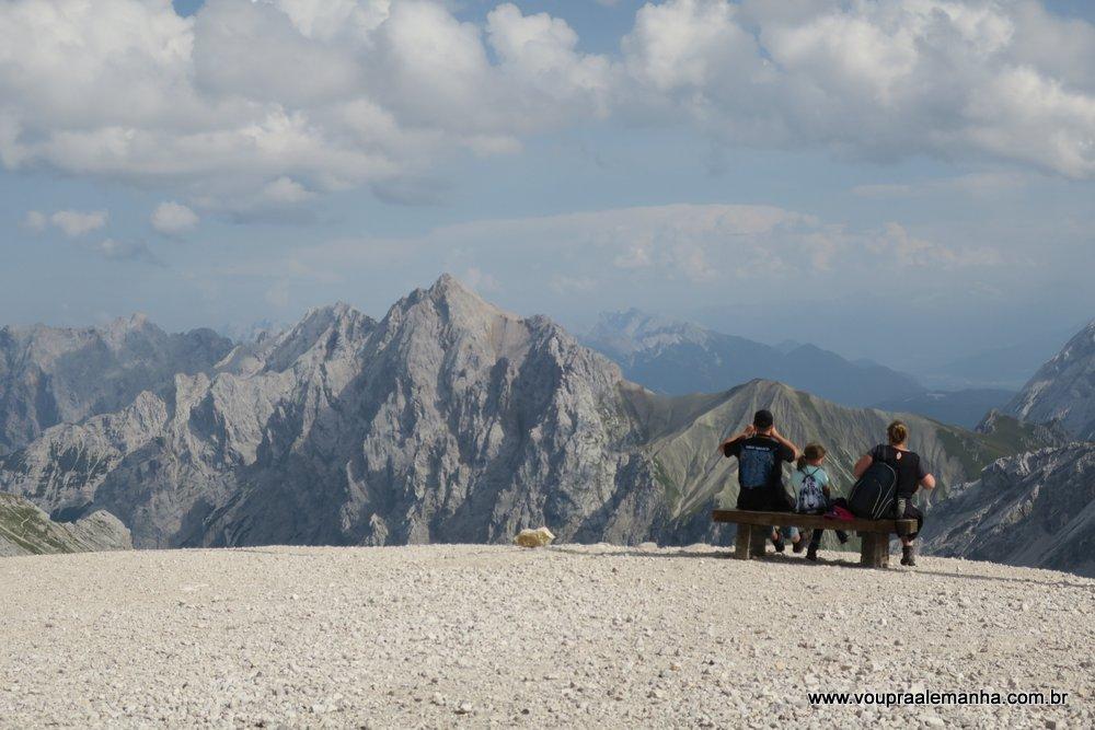 Zugspitze na Alemanha em um dia de verão