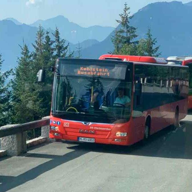 ônibus subindo para o Ninho da Águia
