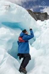 Clem à l'entrée d'une crevasse - Glacier Franz Josef