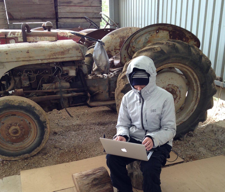 Clem - créatrice nomade - conditions difficiles - Australie - grange - fruit Picking