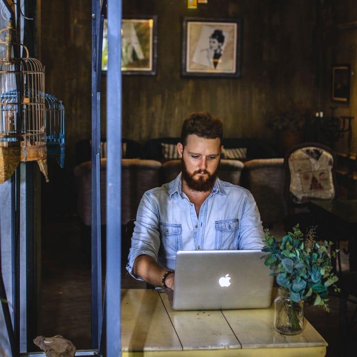 Comment devenir auteur et digital nomad ?