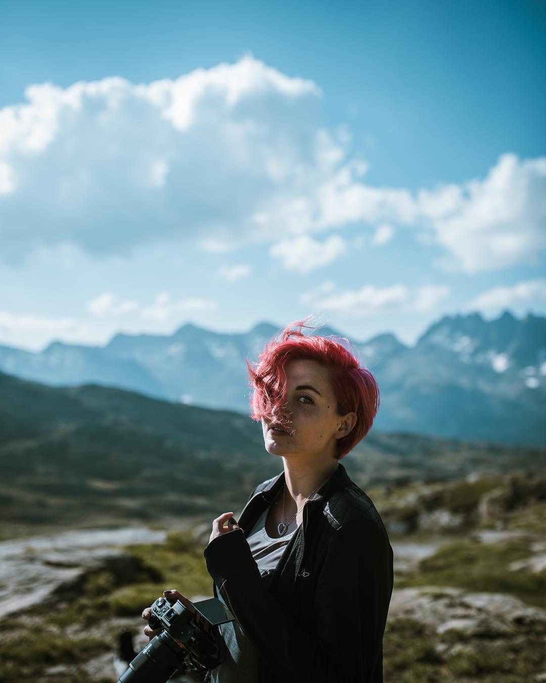 Clara Domas : réalisatrice vidéo, outdoor, voyages et concerts