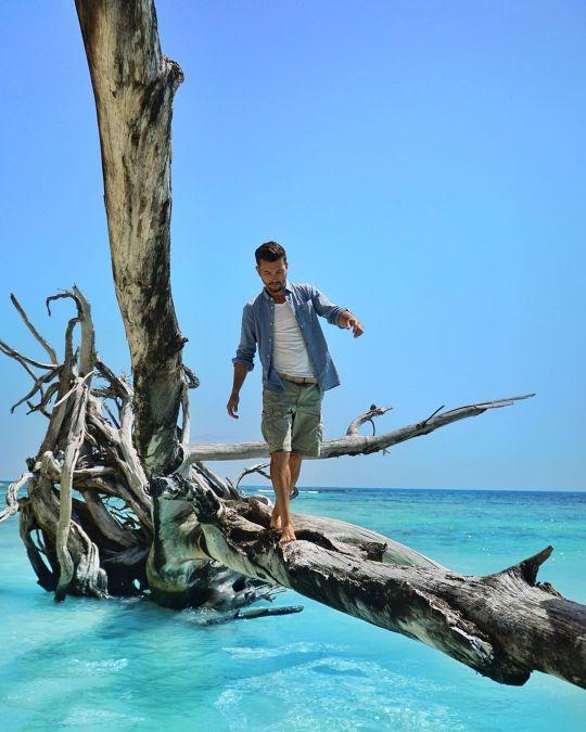 Alex Vizeo en Polynésie quand il était influenceur voyage.