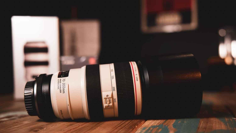 La Canon EF 70-300mm, notre téléobjectif préféré pour les animaux ou les portraits que ce soit en voyage ou en interviews.