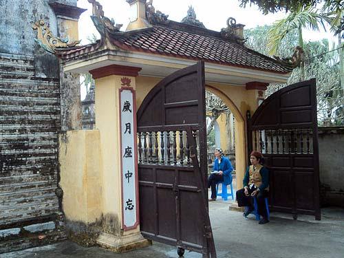 Une pagode millénaire dans le village de Tra Phuong