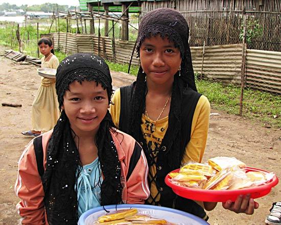 Jeunes filles Cham - Vietnam © mckaysavage / flickr
